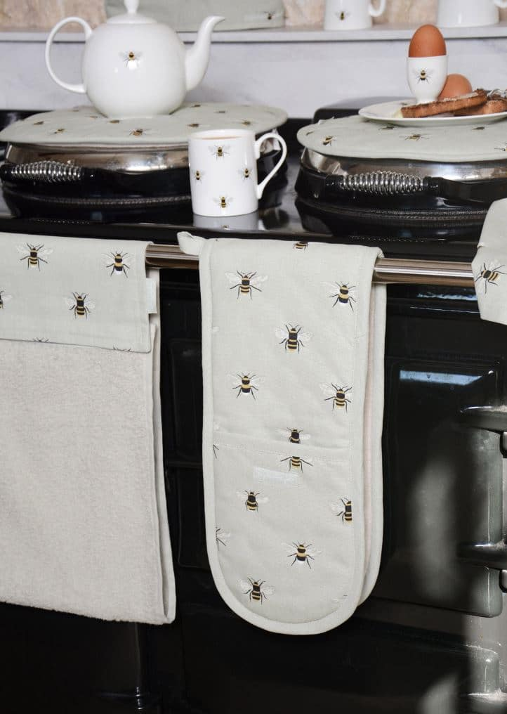 bee_roller_towel3.jpg